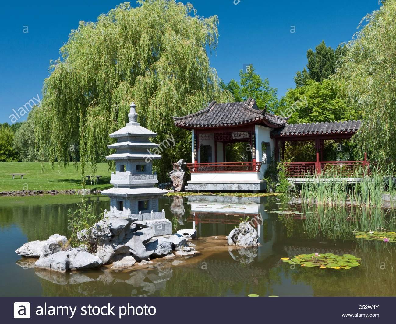 der tee pavillon auf der chinesische garten der garten der welt in marzahn in berlin deutschland c52w4y