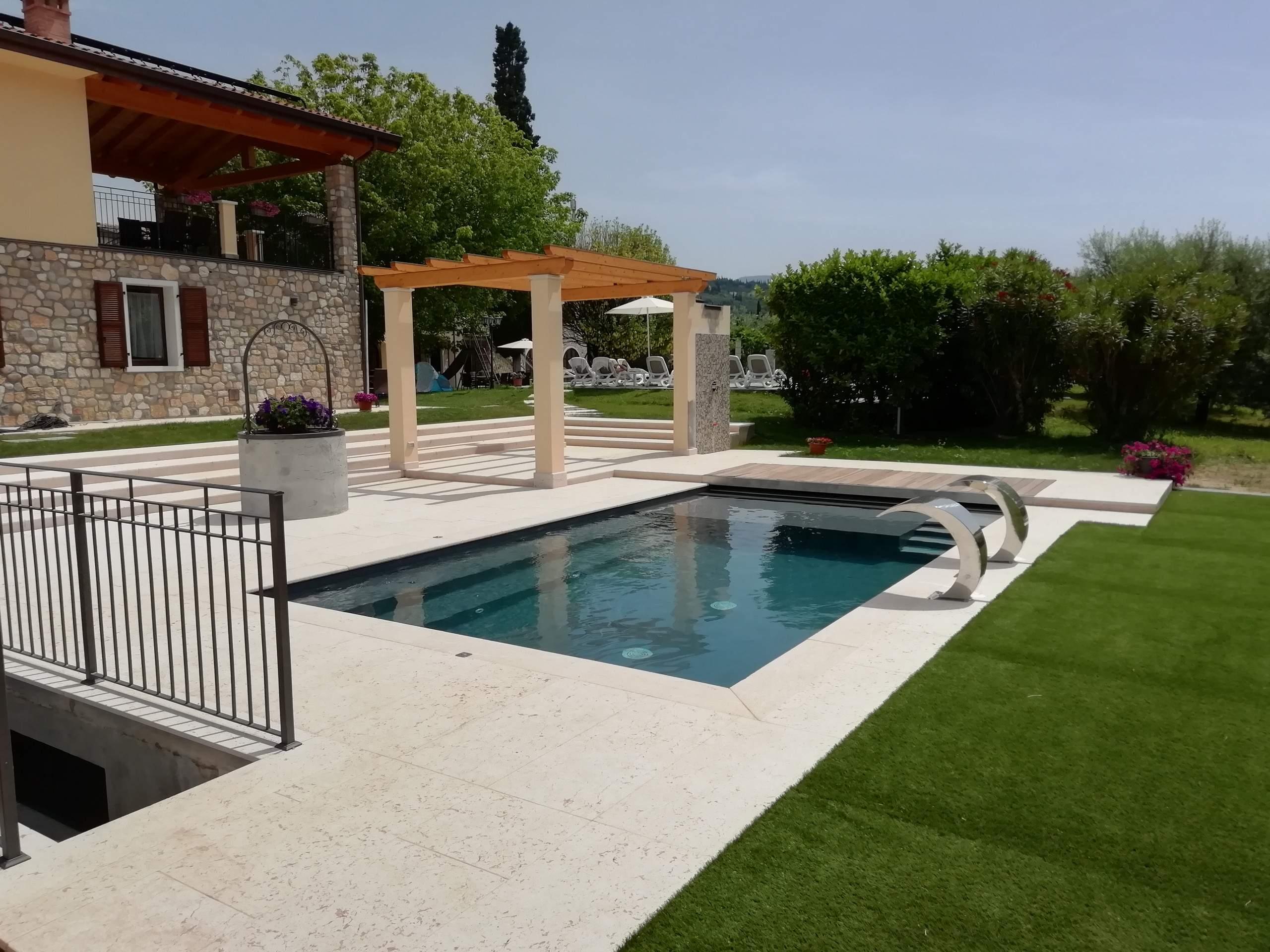 ferienwohnung garda rustico auf 2 etagen mit garten und pool