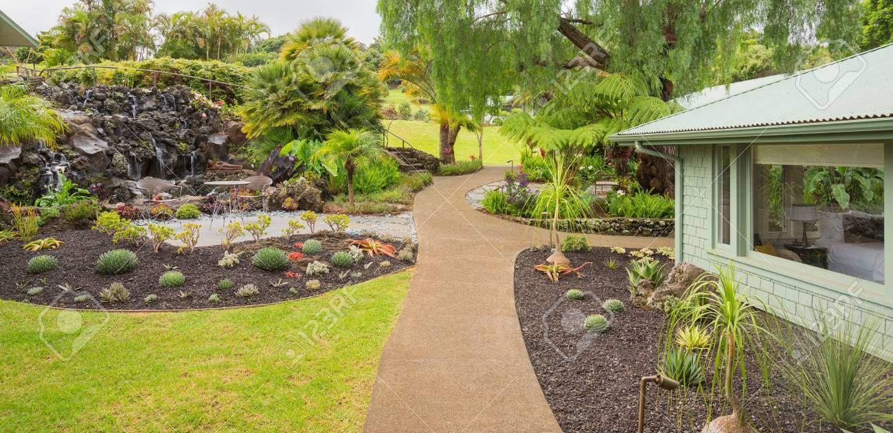 photo schöne gärten mit wasserfall