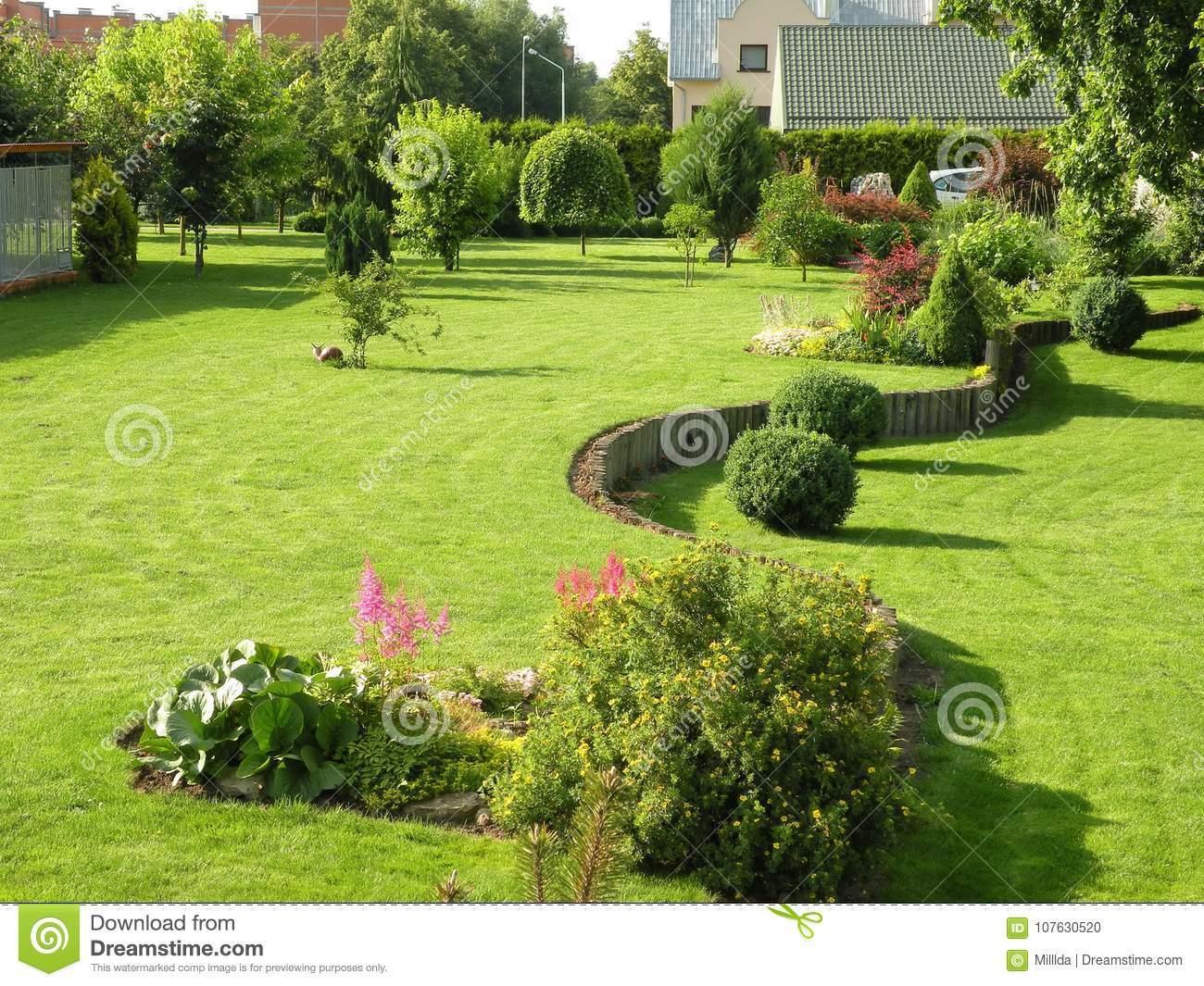 Schöner Garten Luxus Schöner Garten Nahe Haus Im sommer Litauen Stockfoto Bild
