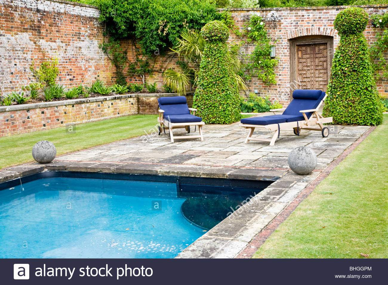 Swimming Pool Garten Schön Garden Swimming Pool Uk Stockfotos & Garden Swimming Pool Uk