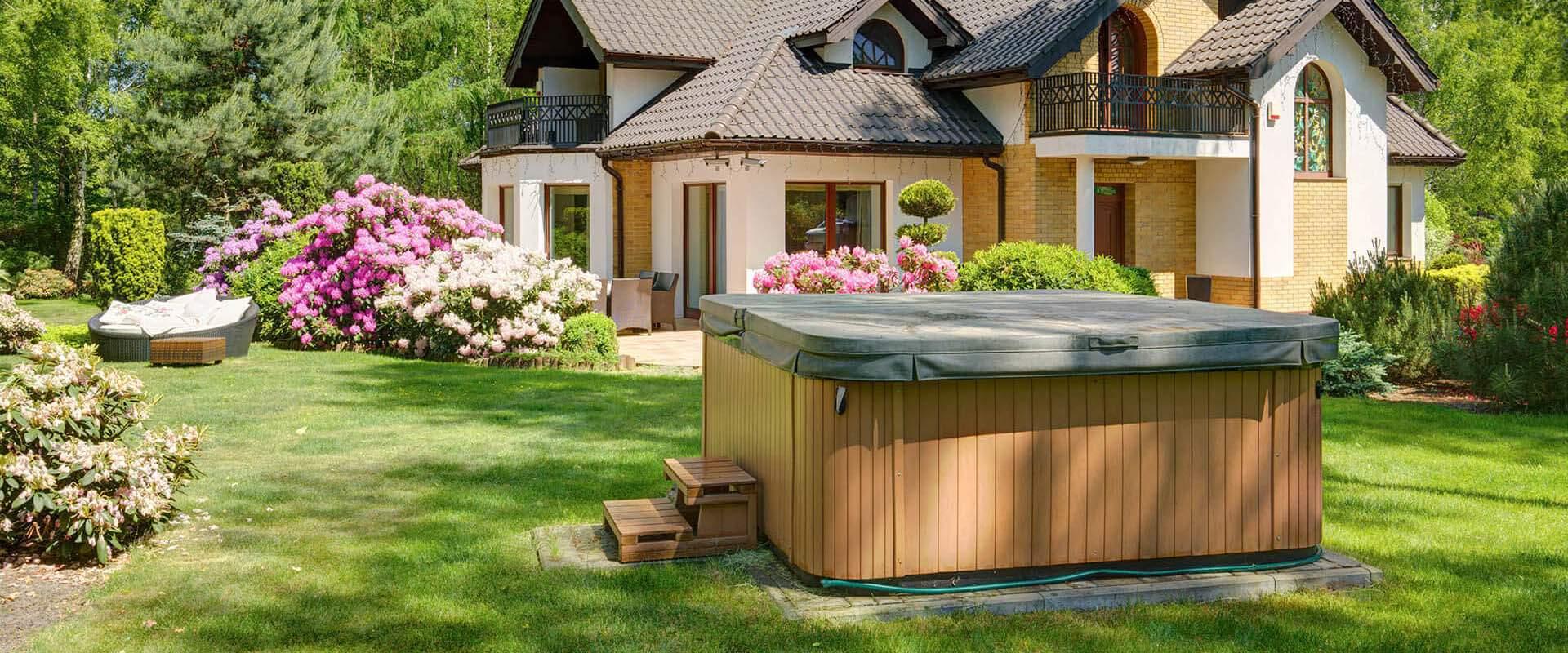 Außenwhirlpool im Garten