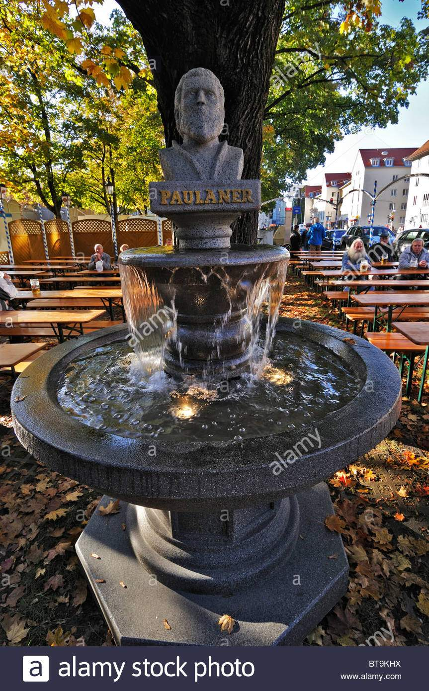 paulaner brunnen in einem biergarten neben der auer dult messe munich bavaria germany europe bt9khx