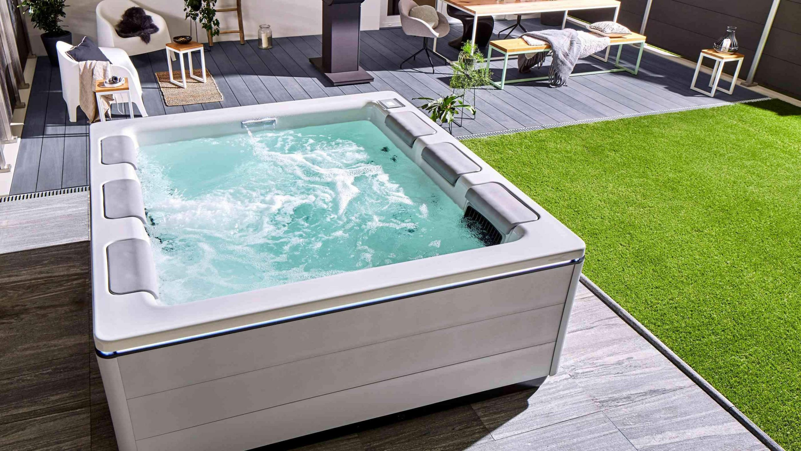 Outdoor Oase mit Wellnessfaktor Pool content 1400x788 2x